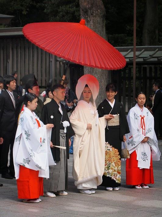 Wedding group - Meji Jingu temple, Tokyo