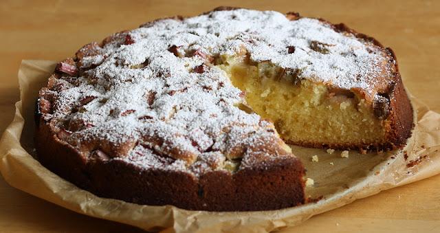 banalne i szybkie do wykonania ucierane ciasto z owocami