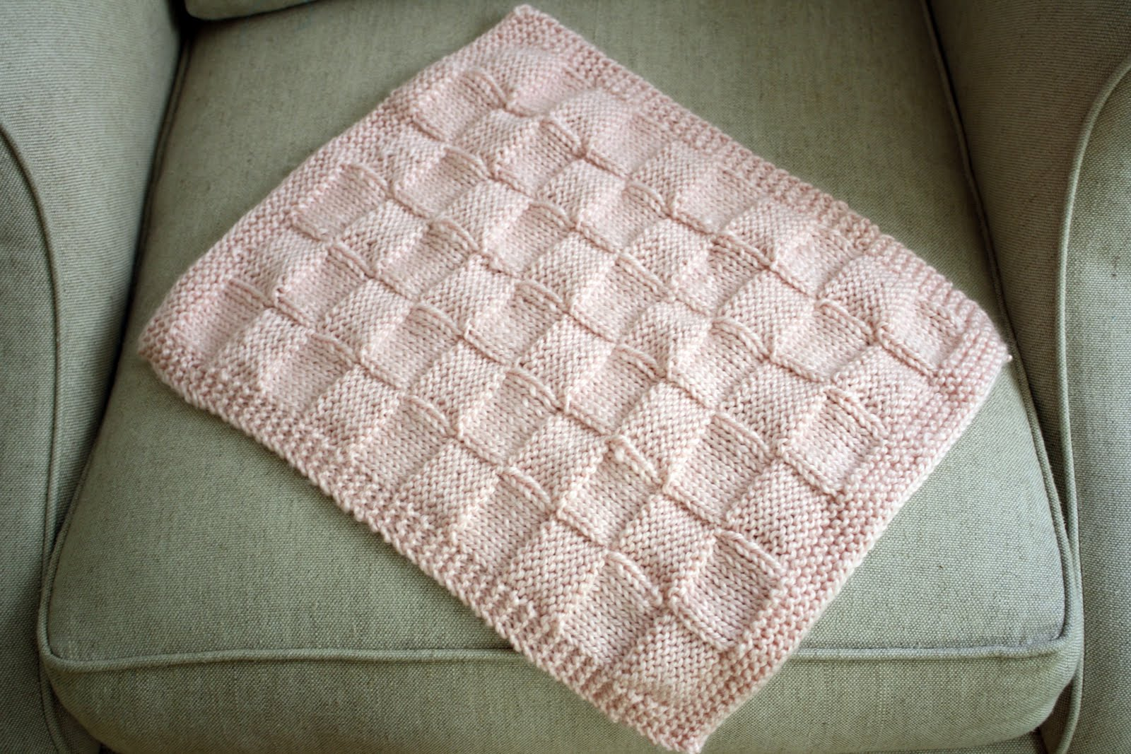 Free Knitting Patterns For Dolls Prams : sew grown: knitted doll blanket