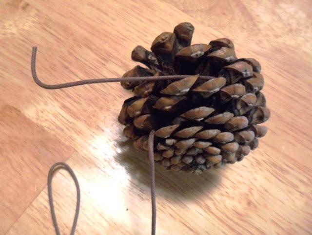 Holiday Pine Cone Garland