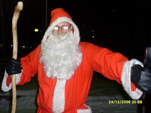 Ylöjärven Joulupukkipalvelu kaipaa oheisen kaltaisia apupukkeja. Ottakaa ajoissa yhteyttä