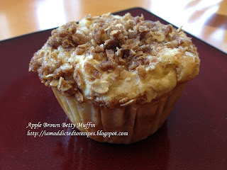 These taste just like apple crisp, but in muffin form!