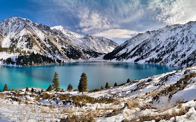 Lago en la montaña durante el invierno - Winter mountains