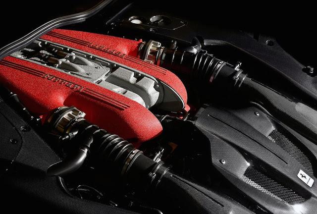 フェラーリF12TDF エンジン