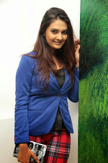 Actress Neha Deshpande Pictures at Art Exhibition with Dil Deewana Team  0023