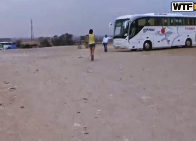 فيلم إباحي بالأهرامات.. والآثار: «فوتوشوب» ولا نستطيع الاعتراض على أفعال السائح