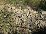 Detall d'un mur del poblat ibèric del Turó del Vent