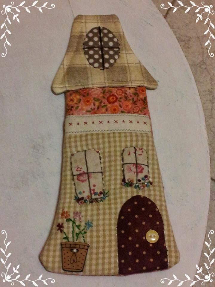 Sabela patchwork casita guarda tijeras - La casita del patchwork ...
