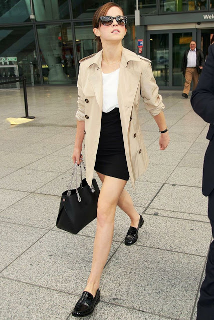 7 dias sete looks de Emma Watson - trench coat e sapatos oxford