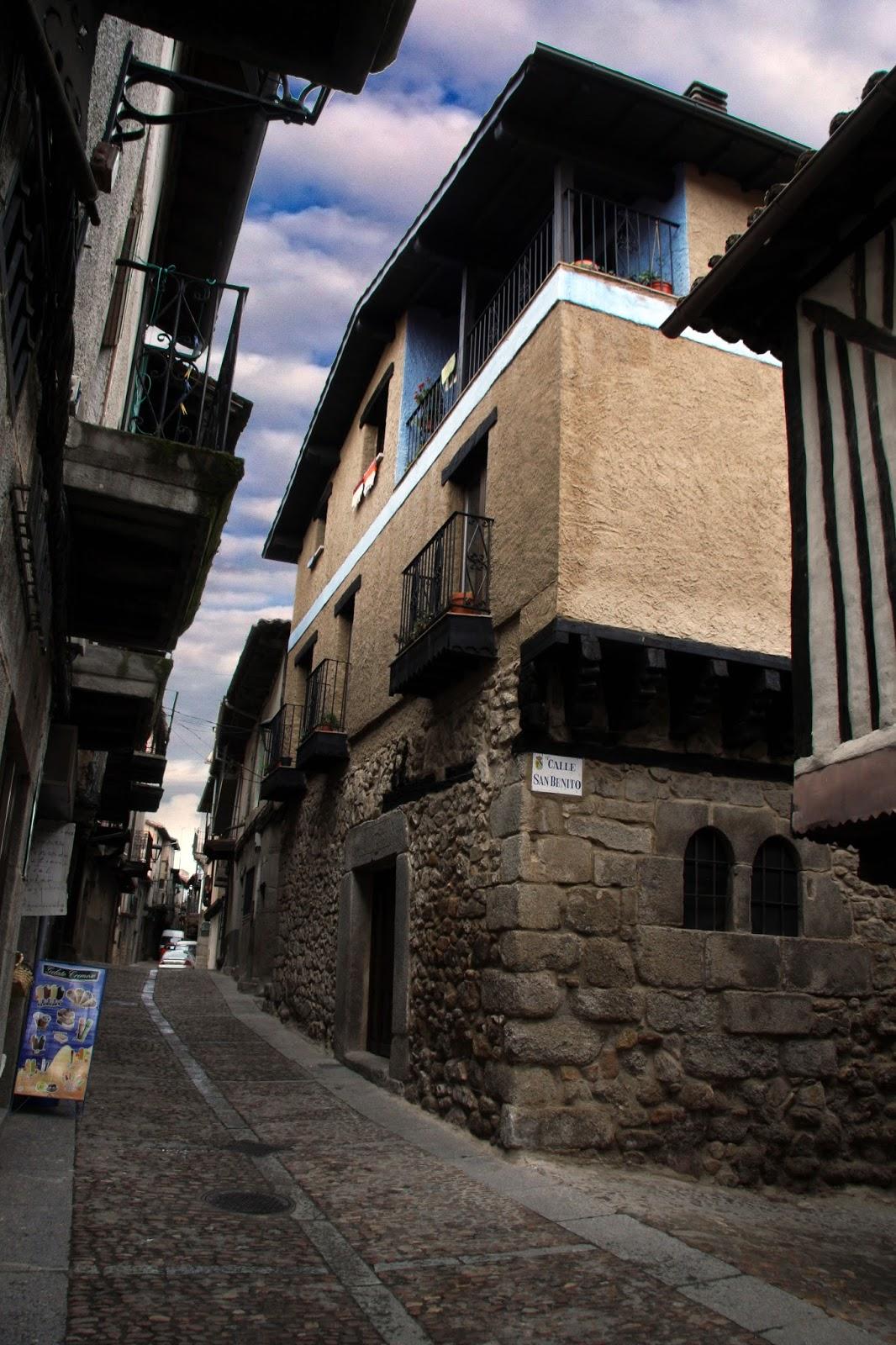 Metamorfosis de la fachada de la casa tradicional en la for Fachada tradicional