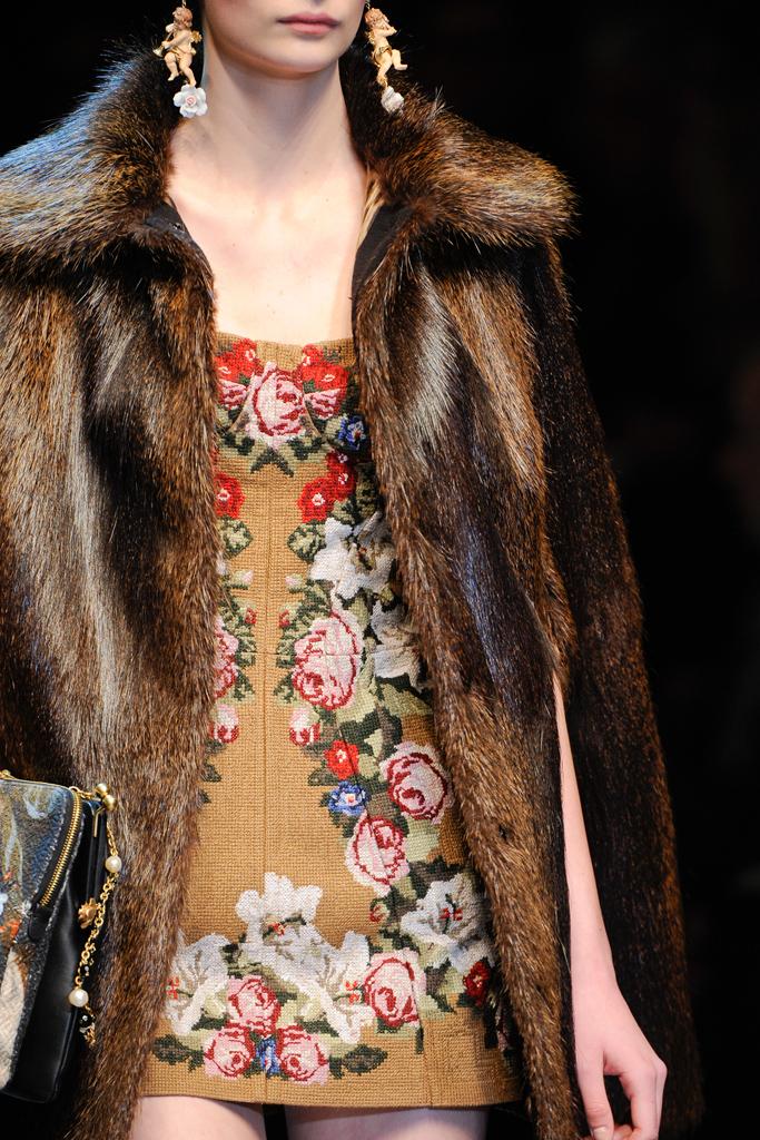 http://2.bp.blogspot.com/-jmpIDPfgba4/T15DFyUva1I/AAAAAAAAL2M/GQ_Ca0p98KM/s1600/Dolce+&+Gabbana+Fall+2012+%D0%B2%D1%8B%D1%8807.jpg