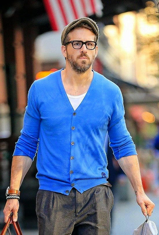 Hello! Where is her handsome husband, Ryan Reynolds? By basically, the actor covered her great muscle in a blue shirt plus a grey trousers and choosee to shared his responsibility as a father to us with his bags.