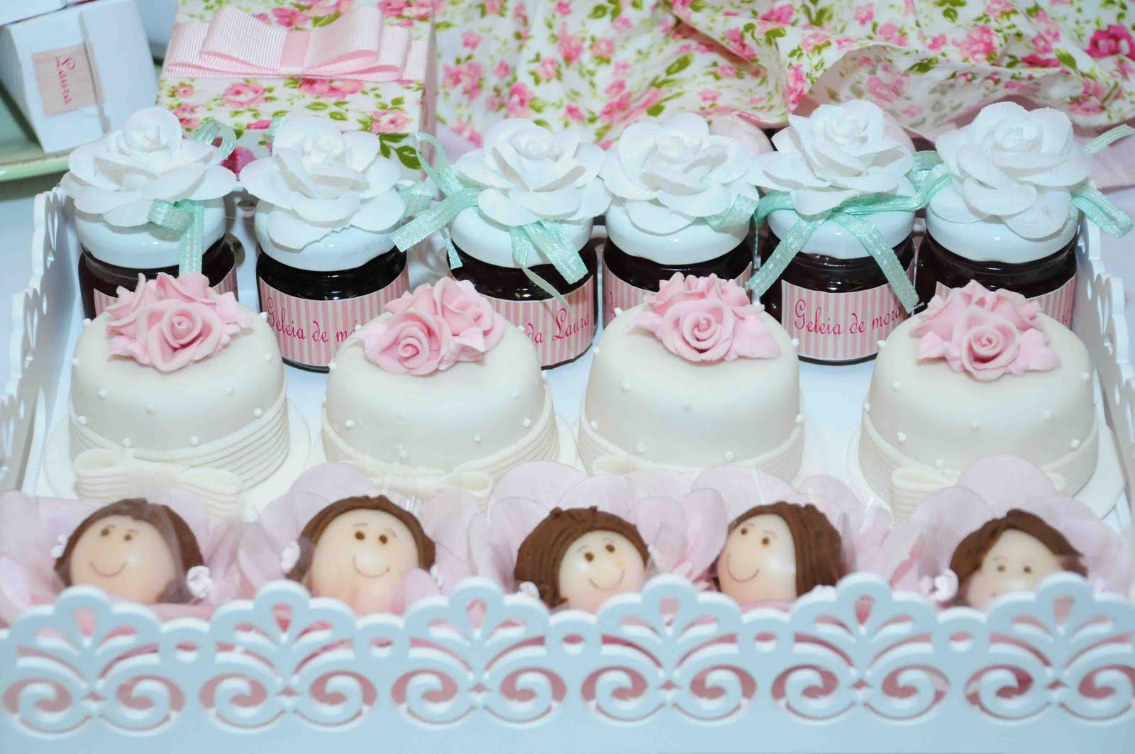 mini jardim em goiania:Os docinhos modelados, doces finos e mini-bolos são da Sonho Meu. As