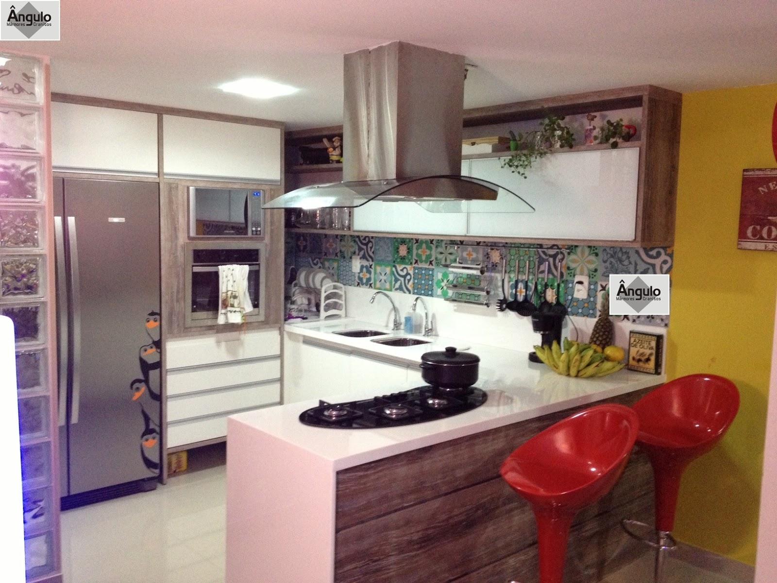 Linda Cozinha projetada em Nanoglass. Um projeto compacto funcional e  #A37F28 1600x1200 Balcao Banheiro Fabrica