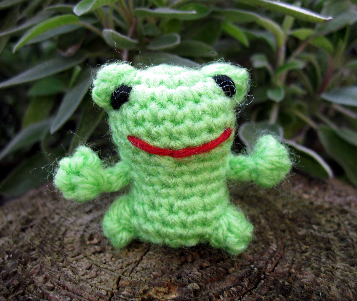 Free Crochet Amigurumi Frog Patterns : LucyRavenscar - Crochet Creatures: Mini Frog - Free ...