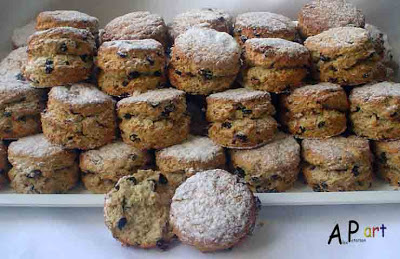 Alex the Contemporary Culinarian: Buttermilk Oat and Currant Scones