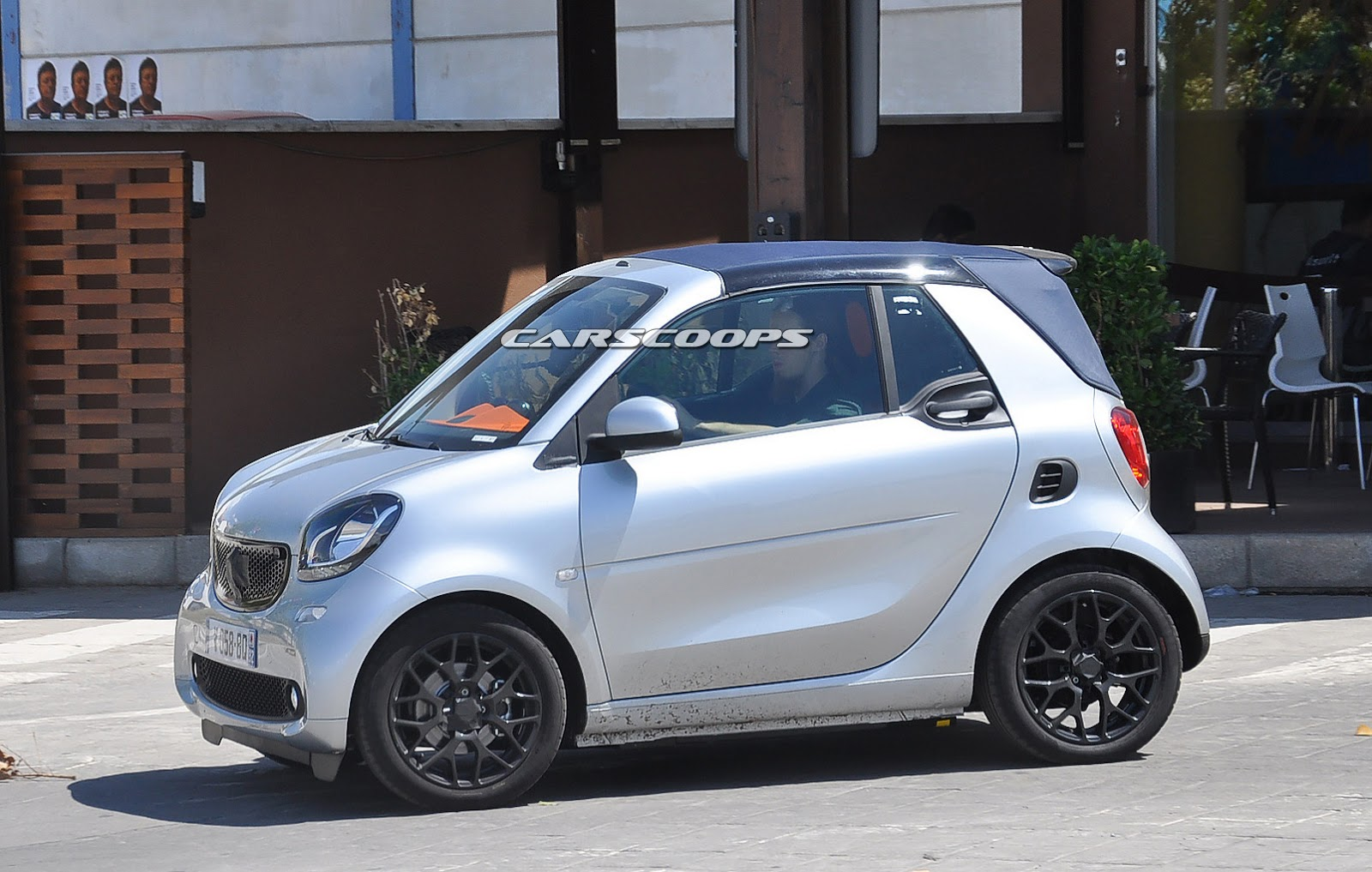 Detroit 2016 smart fortwo cabrio flashlight edition [Video