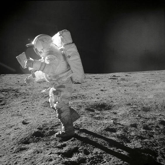 astronauts who walked on moon - photo #20