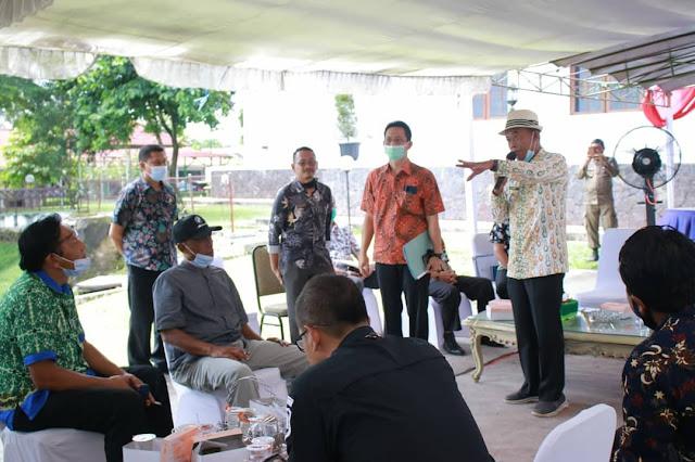 Bupati Subang Subang saat menerima Kepala Desa