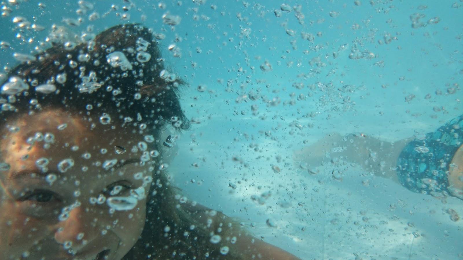 zdjęcie bąbli powietrza pod wodą,zdjęcia w wodzie,sony xperia z2