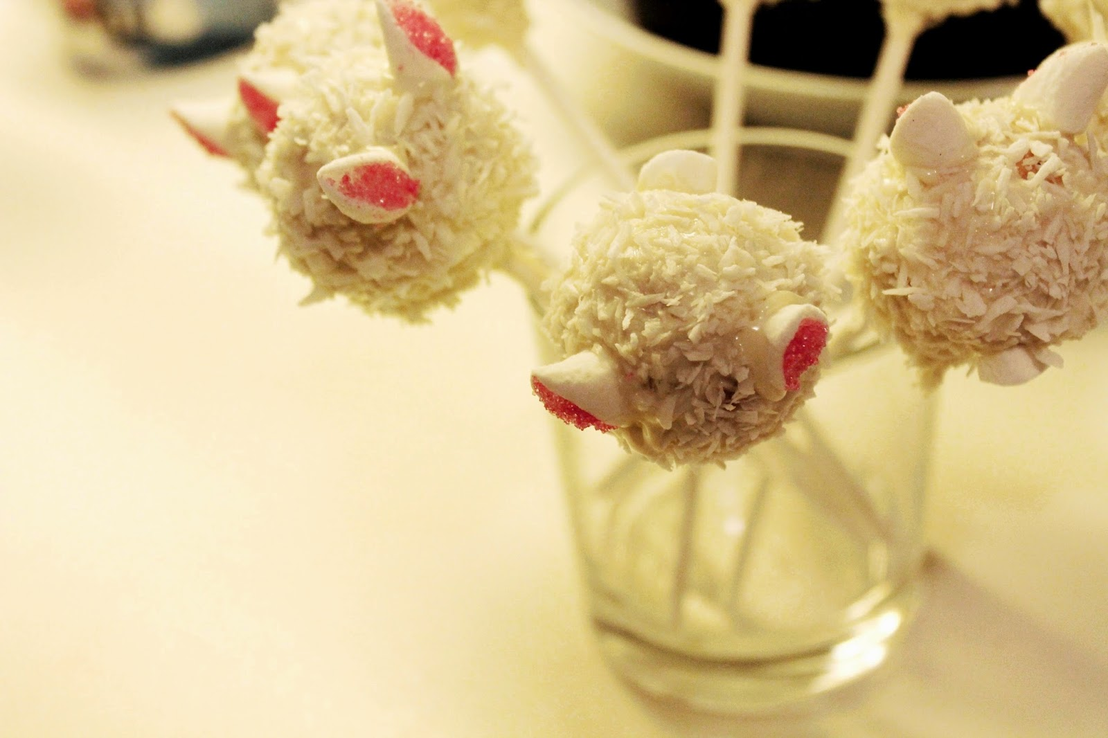 The cutest easter bunny cake-pops ever!