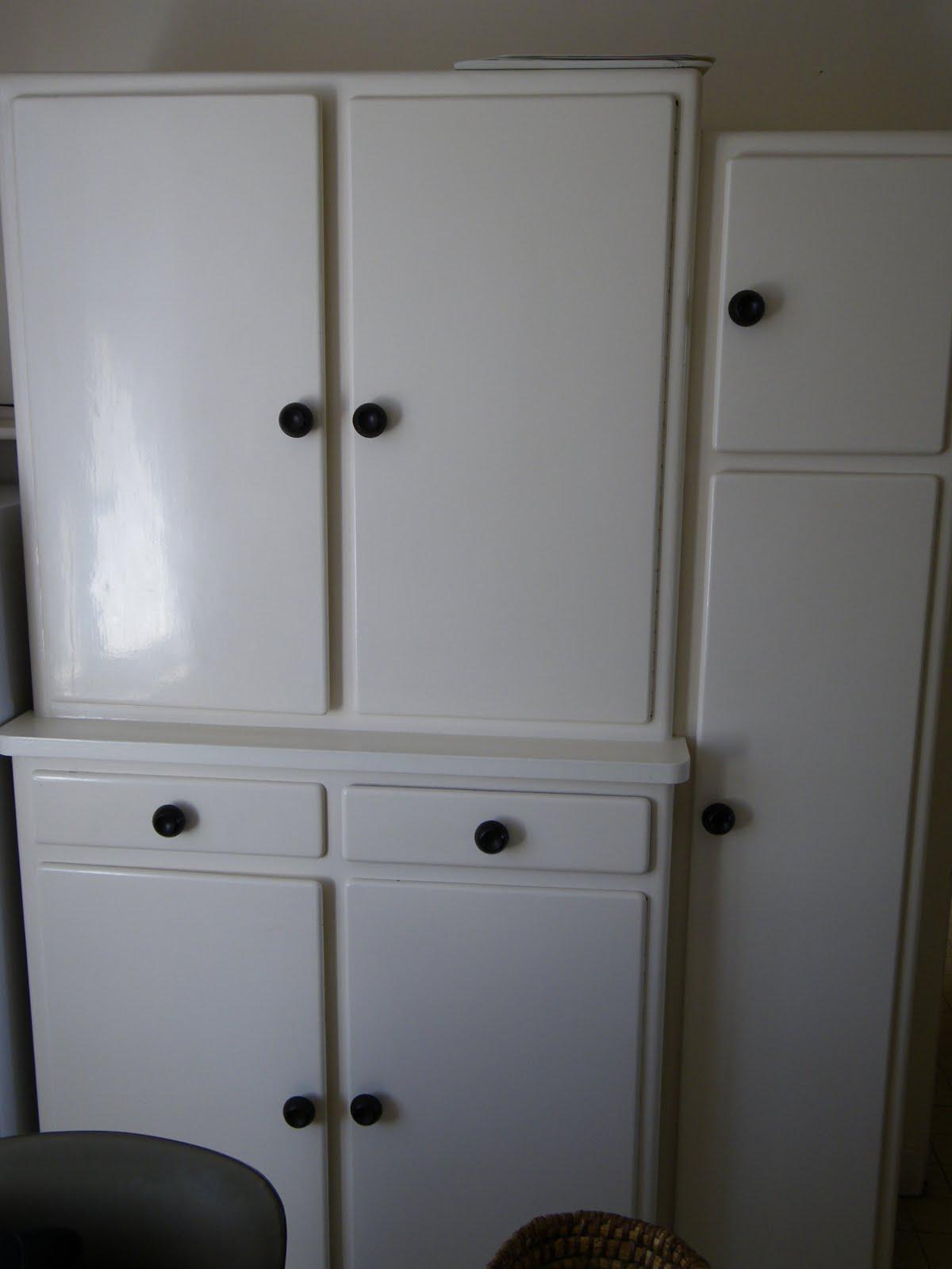 Vide maison st nicolas de redon meubles for Grande armoire blanche