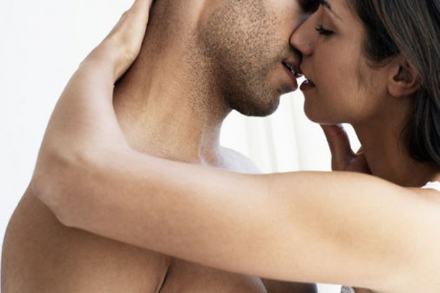 E vërteta mbi praktikën e puthjes ndër shekuj