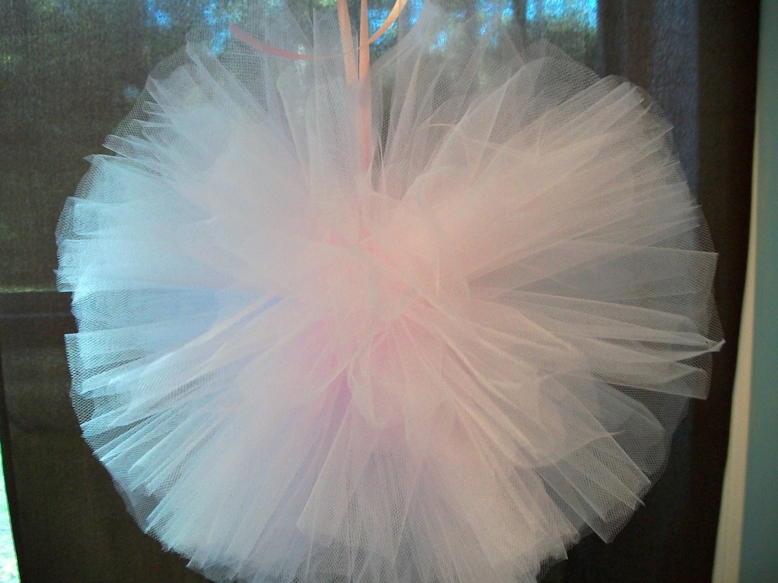 how to make pom poms out of tulle