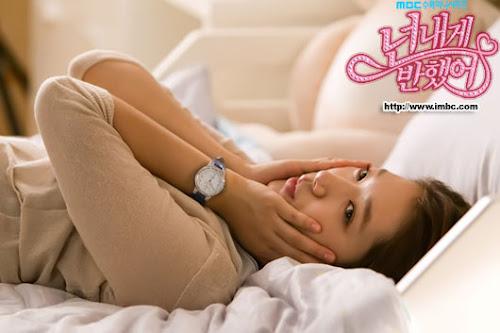 Foto cute Park Shin Hye Pemain Drama Korea Heartstrings di Tempat Tidur dalam Drama Heartstrings