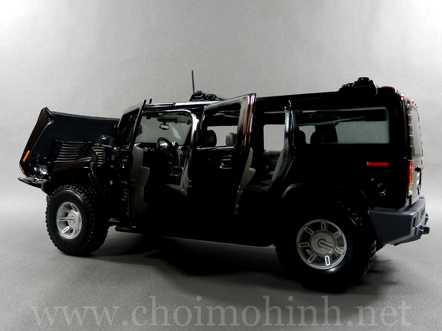 Hummer H2 SUV 1:18 Maisto black door