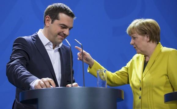 Ο τσακωμός Τσίπρα – Μέρκελ, η απομόνωση του Βερολίνου και όλο το παρασκήνιο της συμφωνίας