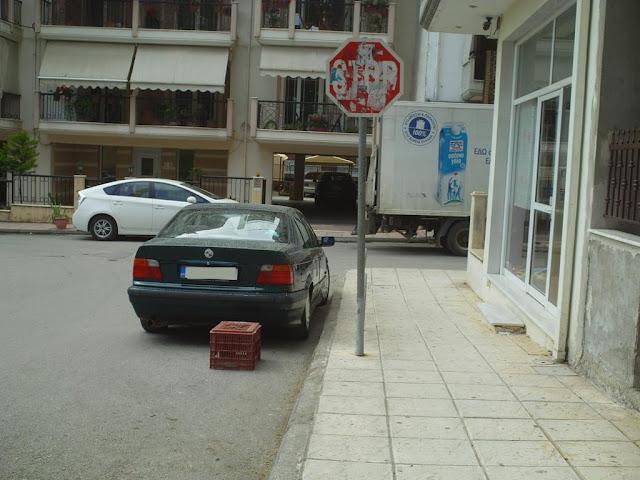 Κλούβα για κατάληψη θέσης στάθμευσης σε STOP