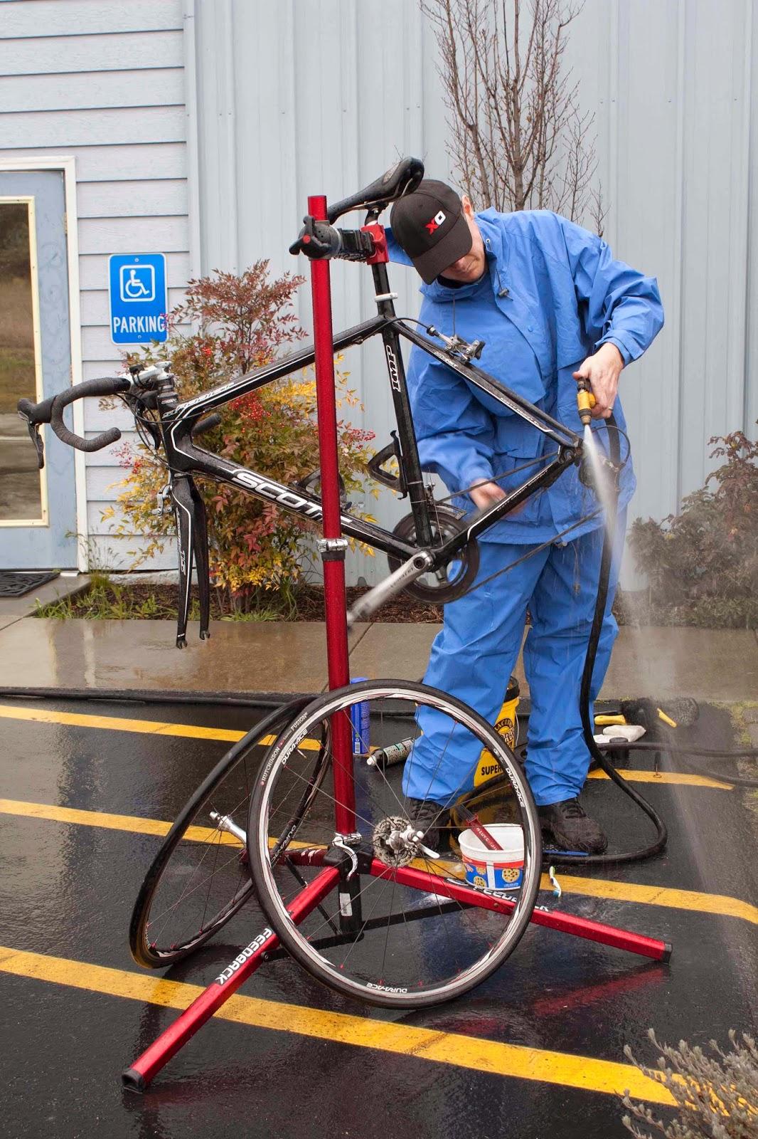 Tips Membersihkan Sepeda Yang Benar Bagus Sikat Lantai Gunakan Sabun Atau Paling Shampoo Cuci Mobil Motor Untuk Merontokkan Dan Ban Dari Lumpur Kering Kotoran Lain