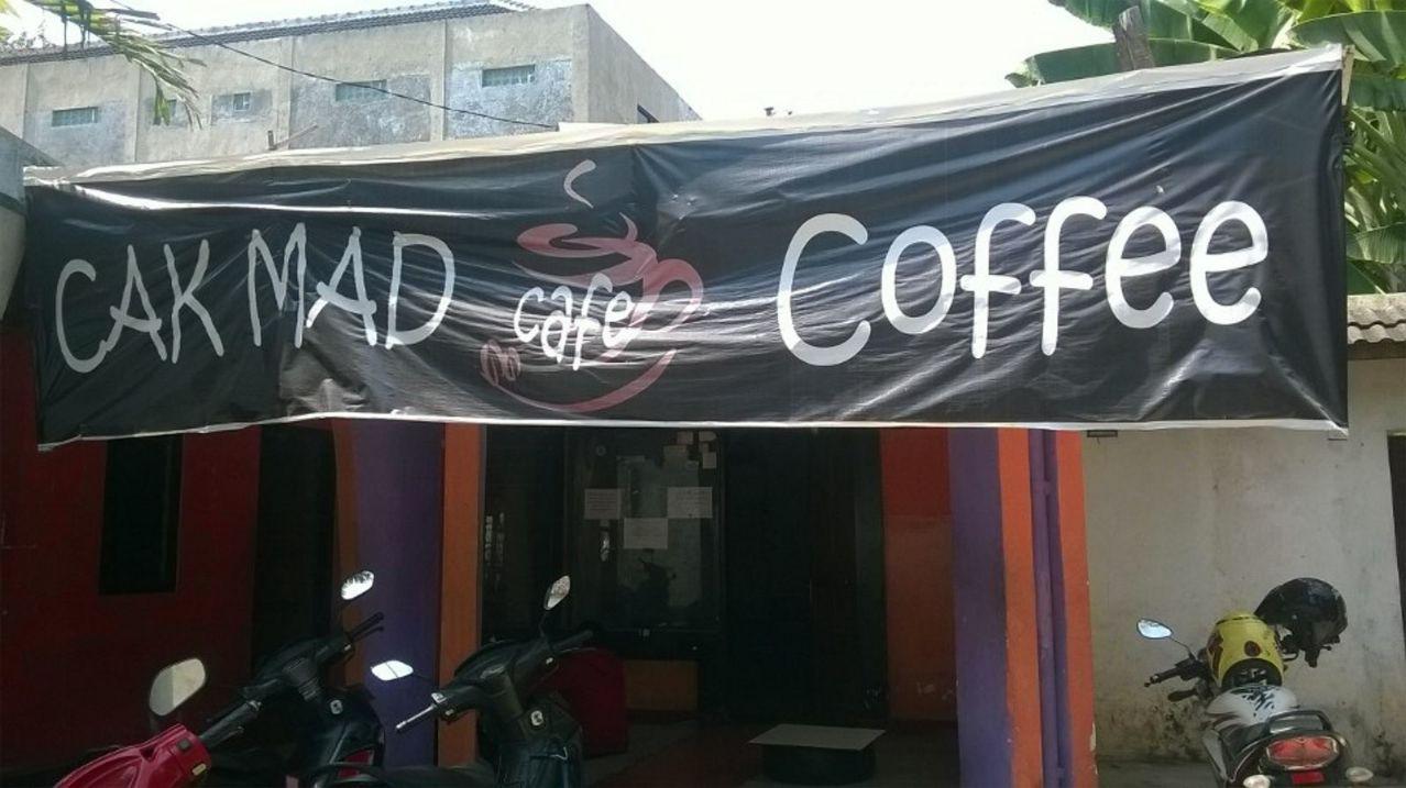 Cak Mad Cafe Coffee nampak depan