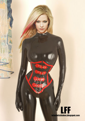 Avril Lavigne back in latex