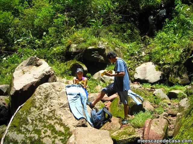 Orillas de la Cascada Tamushal, en la caminata (Checa y Gina)