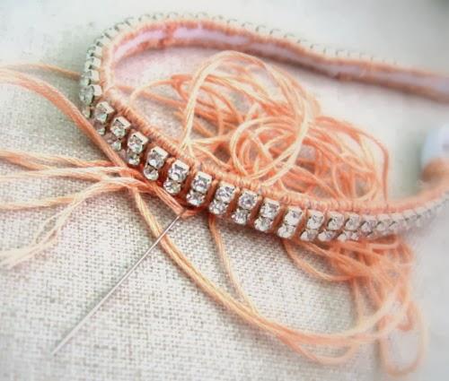 http://acupofsparkle.blogspot.com/2012/04/sparkling-rhinestone-headband-tutorial.html