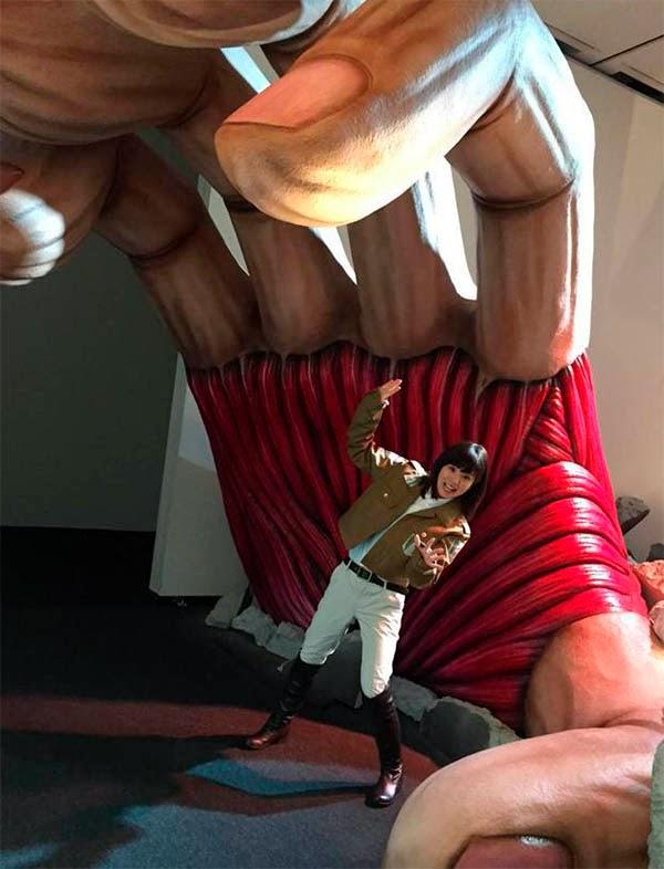 """Foto de la exposicion de """"Ataque a los Titanes"""" en Japón"""