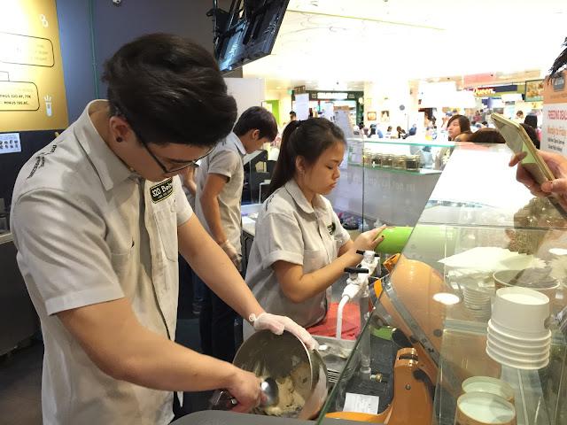 320 Below Nitrogen Ice-cream - Tampines 1