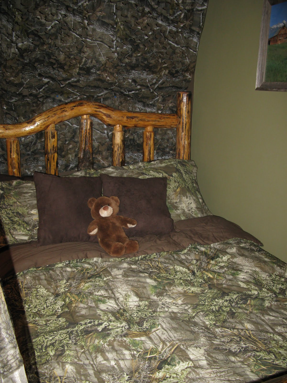 The funky letter boutique how to decorate a boys room in for Camo bedroom designs