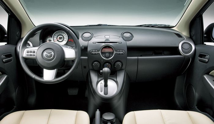 The Poor Car Reviewer: 2012 Mazda 2 GX