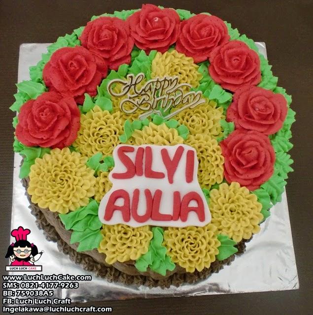 kue tart romantis bunga-bunga