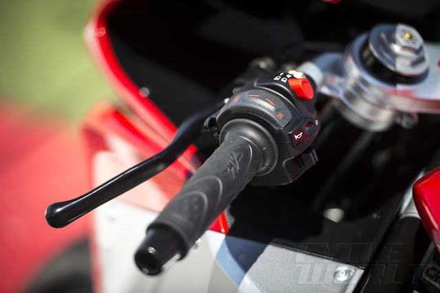 2014 MV Agusta F3 800 left grip
