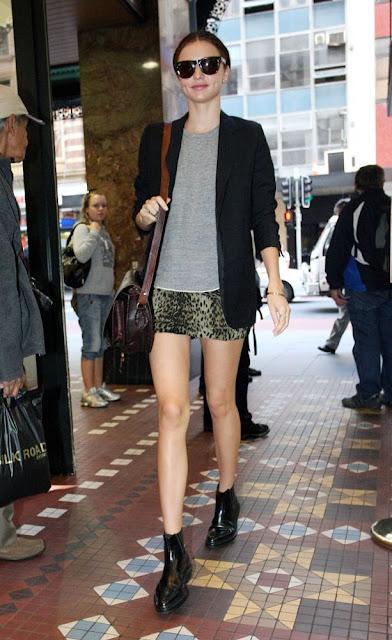 Street style Miranda Kerr, minisaia botins