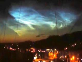 http://2.bp.blogspot.com/-jrCwAn4i5i8/UgD1CGzxqbI/AAAAAAAAGD8/PQNFsqgRh7M/s1600/mystery+lights+above+Russia+2013.jpg