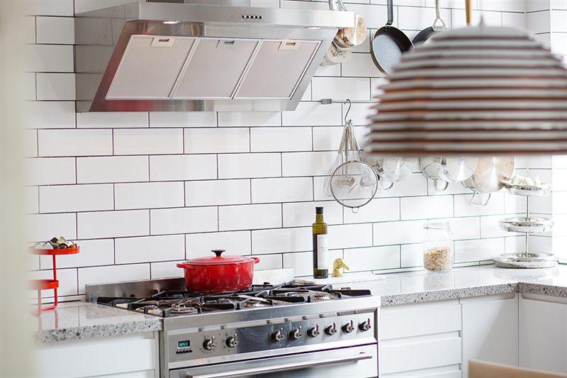 Kok Inspirationsbilder Kakel : vitt kok grott kakel  Vit koksinredning, vitt blankt kakel och