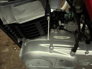 como regular la aguja del carburador de suzuki ax100
