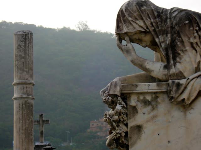 Cemitério São João Batista, no Rio. Foto de Marcelo Migliaccio