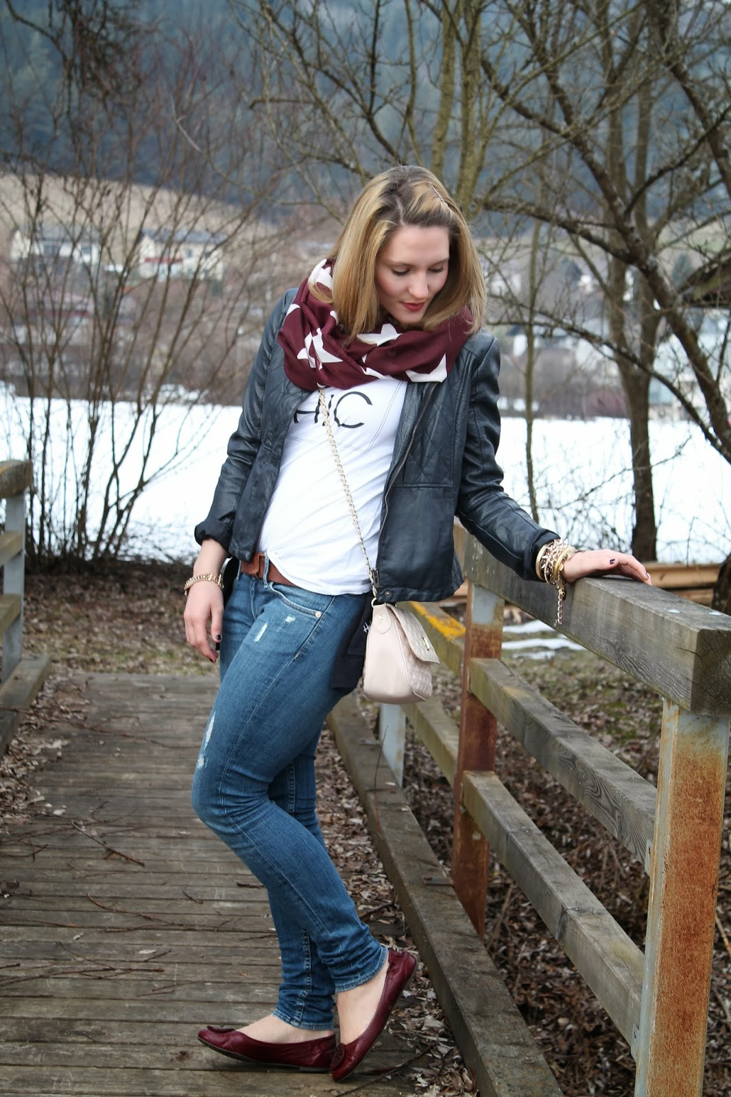 fashionblogger austria österreich carinthia kärnten klagenfurt köttmannsdorf tory burch flats ballerinas h&m jeans shirt statement shirt asos flapbag crossbodybag tom tailor leather jacket red scarf stars persunmall bracelet arm party spring 2014 style frühling streetstyle