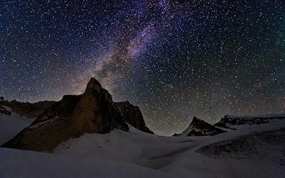 Cielo estrellado en las montañas - Postales inolvidables